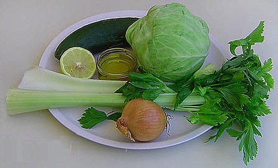 Постный салат из сельдерея, капусты и огурца