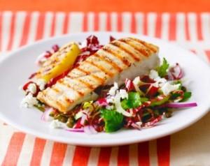 Салат со стеблевым сельдереем и рыбой