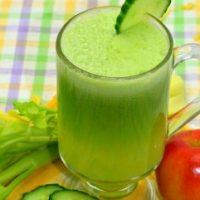 Сок сельдерея, огурца, имбиря и яблока для сильных волос и гладкой кожи